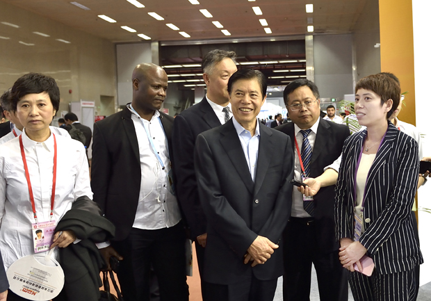 Directors of Ministry of Commerce Visit Our Stand at the Canton Fair